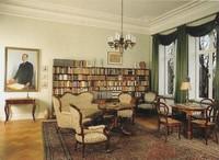 Das Wohnzimmer Mit Dem Von Paul Troff 1929 Gemalten Bildnis Prof Emil Pfennigsdorf